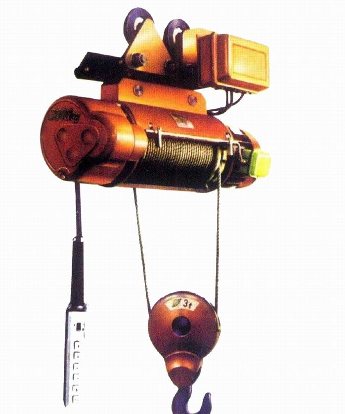 cd1型电动葫芦(电动葫芦起重机)是一种轻小型电动葫芦起重机设备,它可以安装在葫芦单梁起重机、桥式起重机、门式起重机、悬挂式起重机、悬臂吊上。稍加改动,还可做卷扬用。因此,它是工厂、矿山、港口、仓库、货场等物料搬运场所常用的起重设备之一,是提高劳动效率,改善劳动条件的必备机械。 CD1型电动葫芦的起升速度为常速,可满足一般使用电动葫芦起重机要求;MD1型电动葫芦具有两种起升速度--常速和慢速。慢速工作时,可以满足精密装卸、砂箱合模、机床检修等精细作业的要求。所以MD1型电动葫芦的适用范围比CD1型电动葫